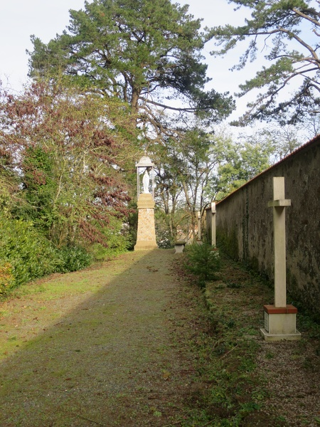 Carmel de la Fouchardière et chemin de croix à Chavagnes-en-Paillers