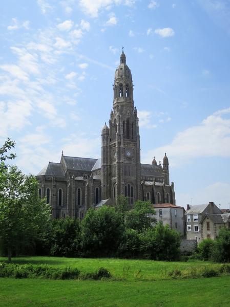 Basilique Saint Louis-Marie Grignion de Montfort à Saint-Laurent-sur-Sèvre