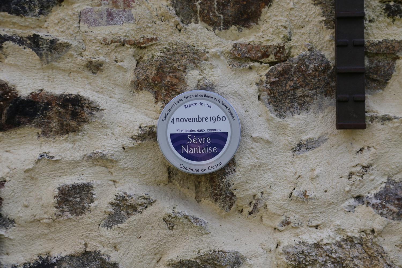 Repère de crue officiel au moulin de Nid d'Oie à Clisson.